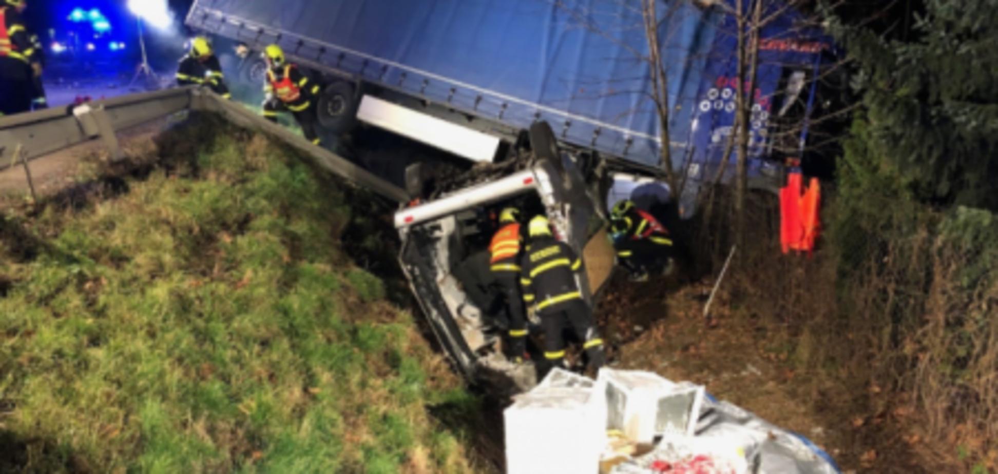 У Чехії розбився автобус з українцями: фото і відео з місця смертельної ДТП
