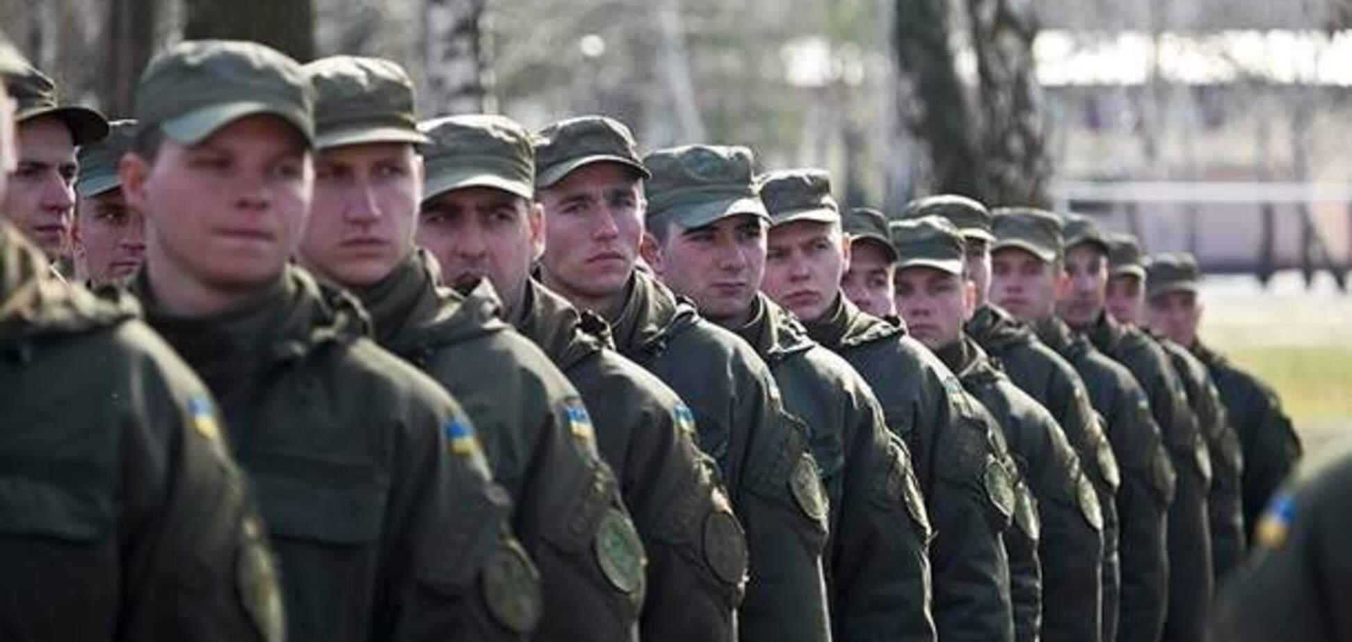 Розмахував пістолетом: у Києві затримали неадекватного охоронця перших осіб України