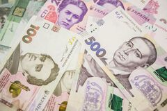 Фальшивками даже зарплату выдают: Украину заполонили поддельные деньги