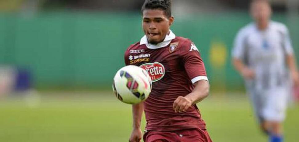 Венесуельський футболіст придумав хитрий спосіб бити пенальті — опубліковане відео