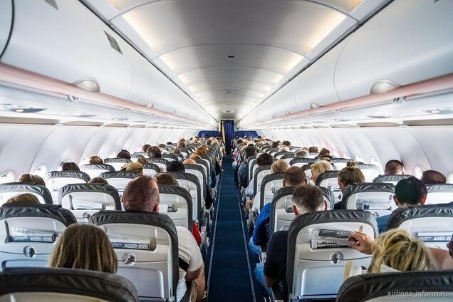 Бортпроводники раскрыли ''грязный'' секрет всех самолетов