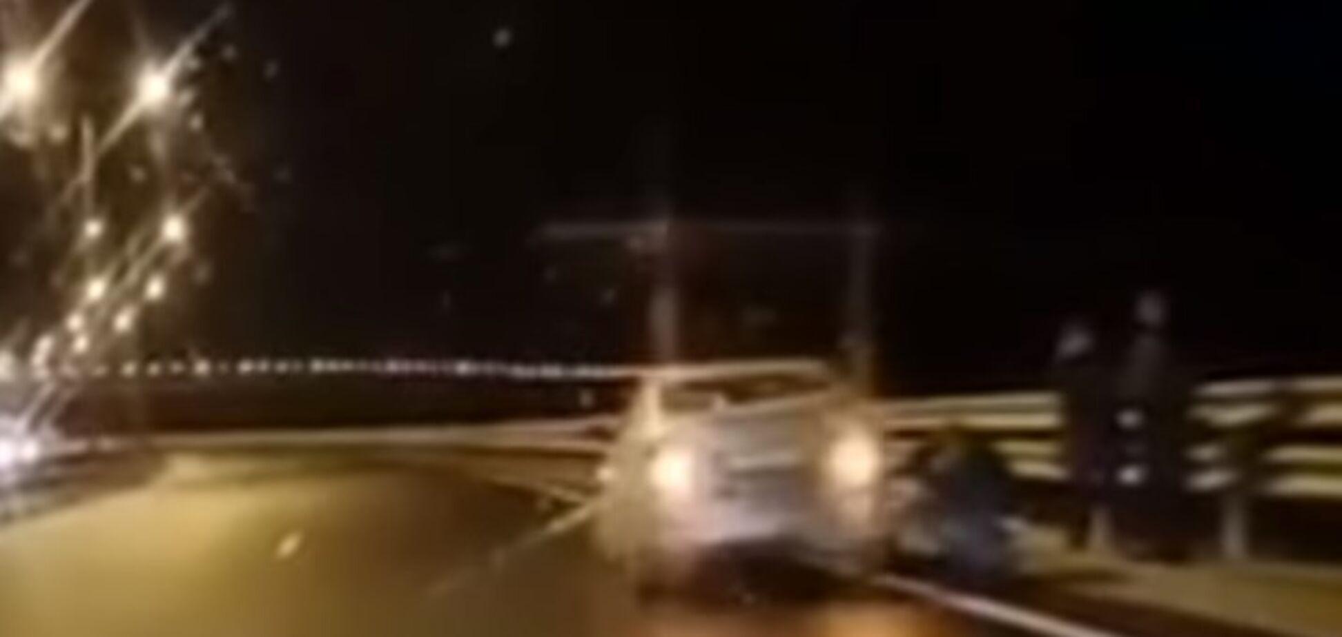 Бросали авто и шли пешком: на Керченском мосту авто попали в ледяную ловушку