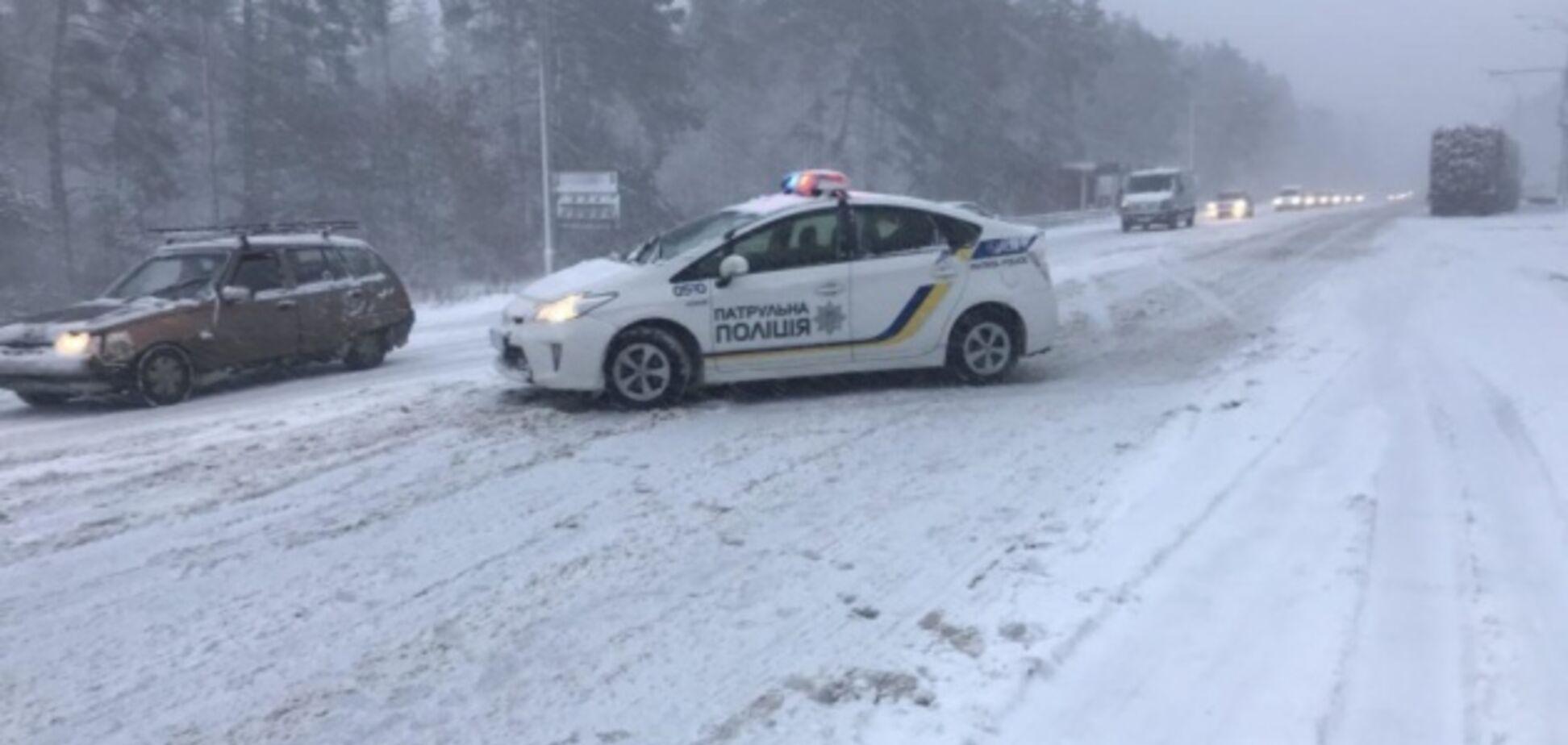 Снежный апокалипсис в Киеве: водителям подсказали, как спастись