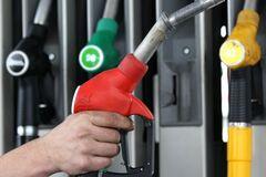 Пробьют психологический барьер: озвучен прогноз цен на бензин в Украине