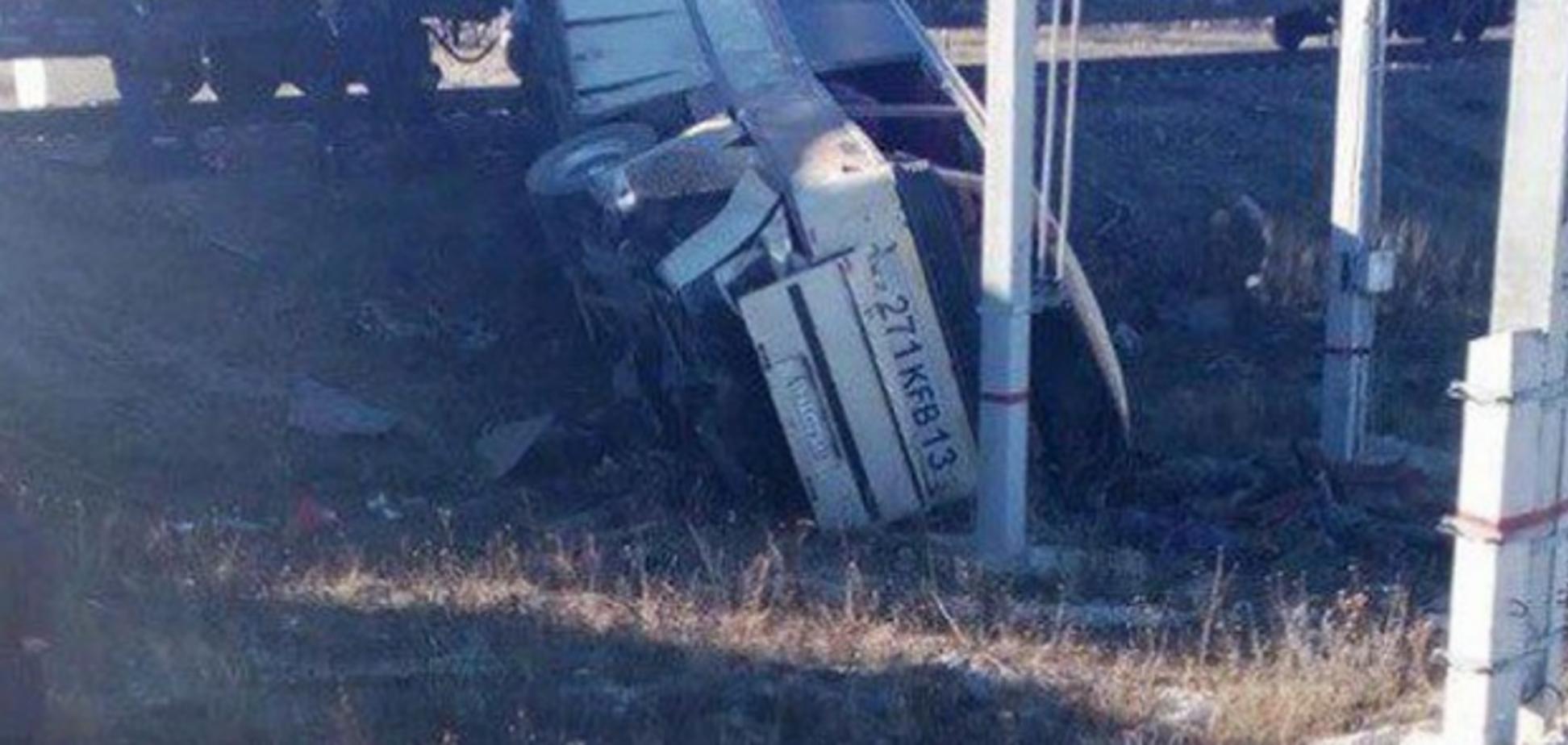 В России произошло кровавое ДТП с автобусом и поездом: пятеро погибли. Первые кадры