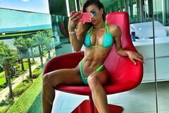 Чемпионка из Украины показала новую грудь и покорила Instagram