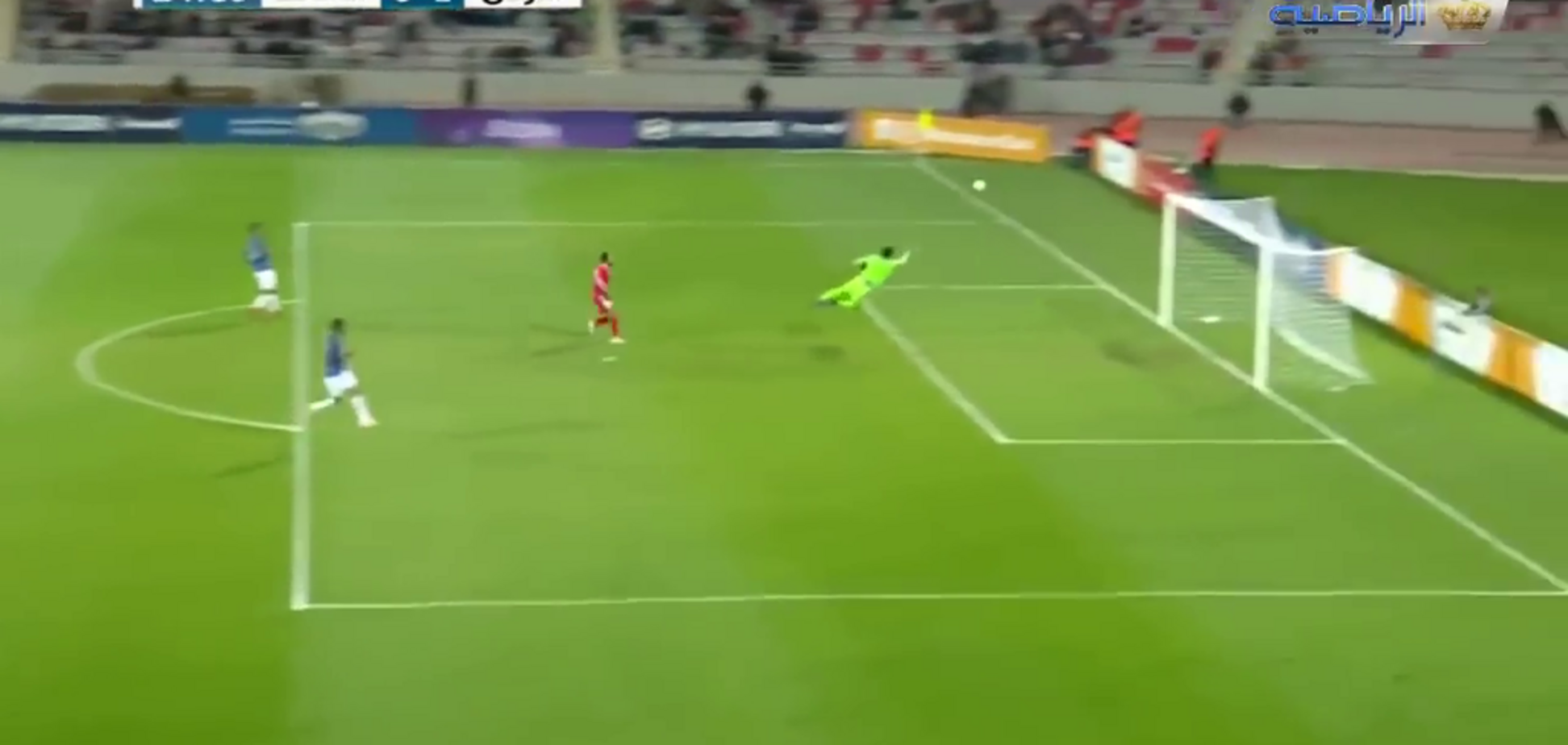 Вратарь забил фантастический гол ударом от своих ворот - опубликовано видео
