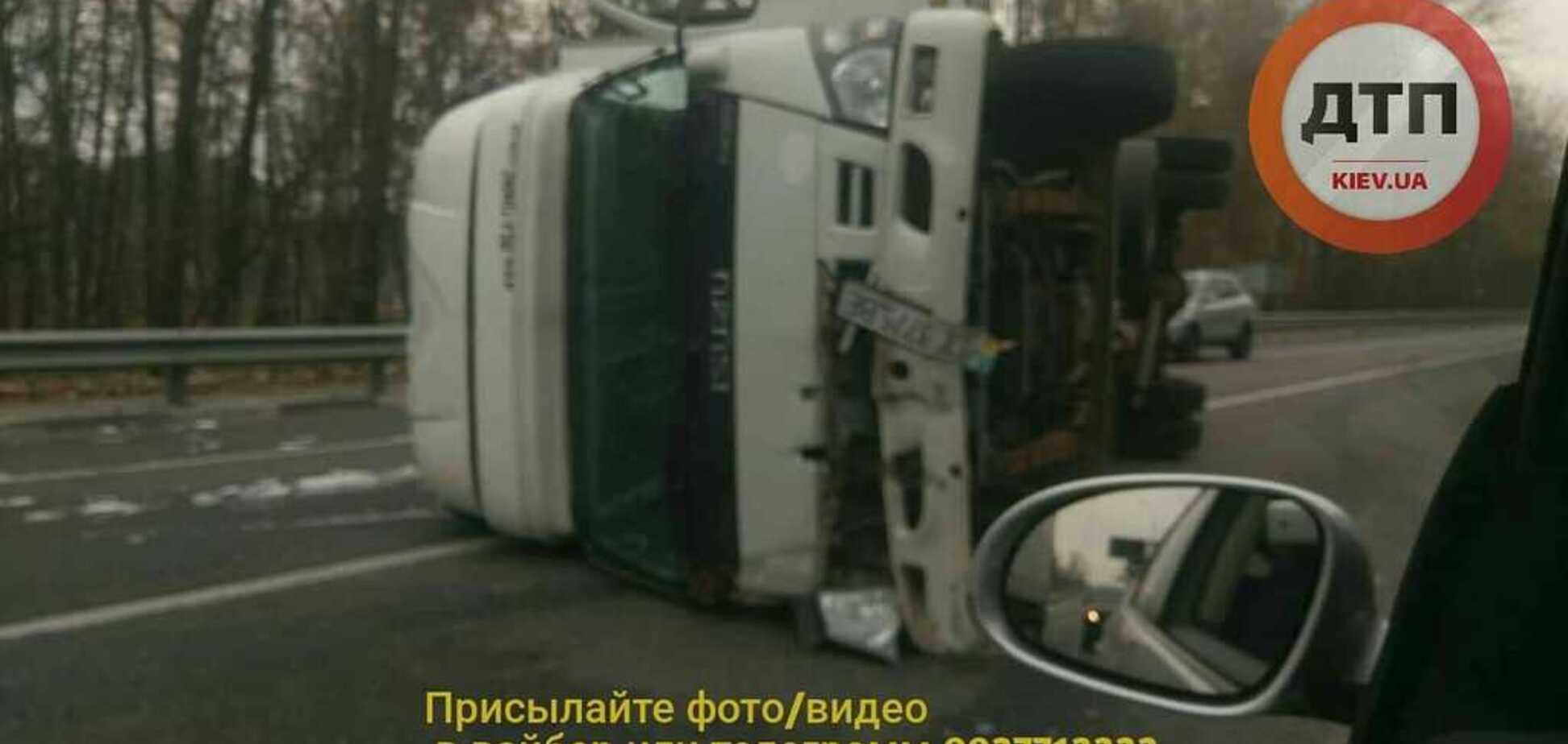 Під Києвом трапилася ДТП на ''трасі смерті'': перші фото й відео