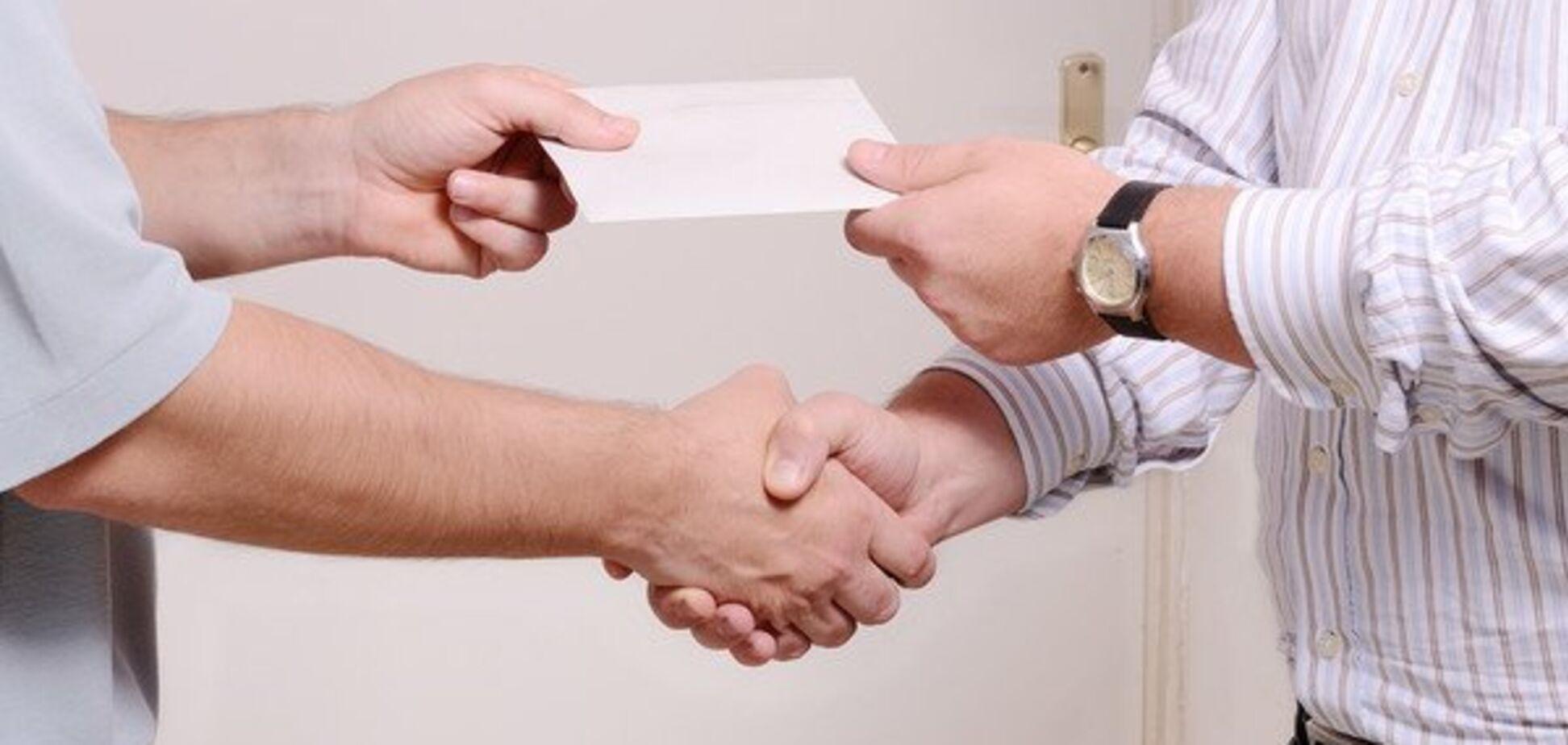Аж до в'язниці: в Україні запропонували карати працівників за зарплати в конвертах