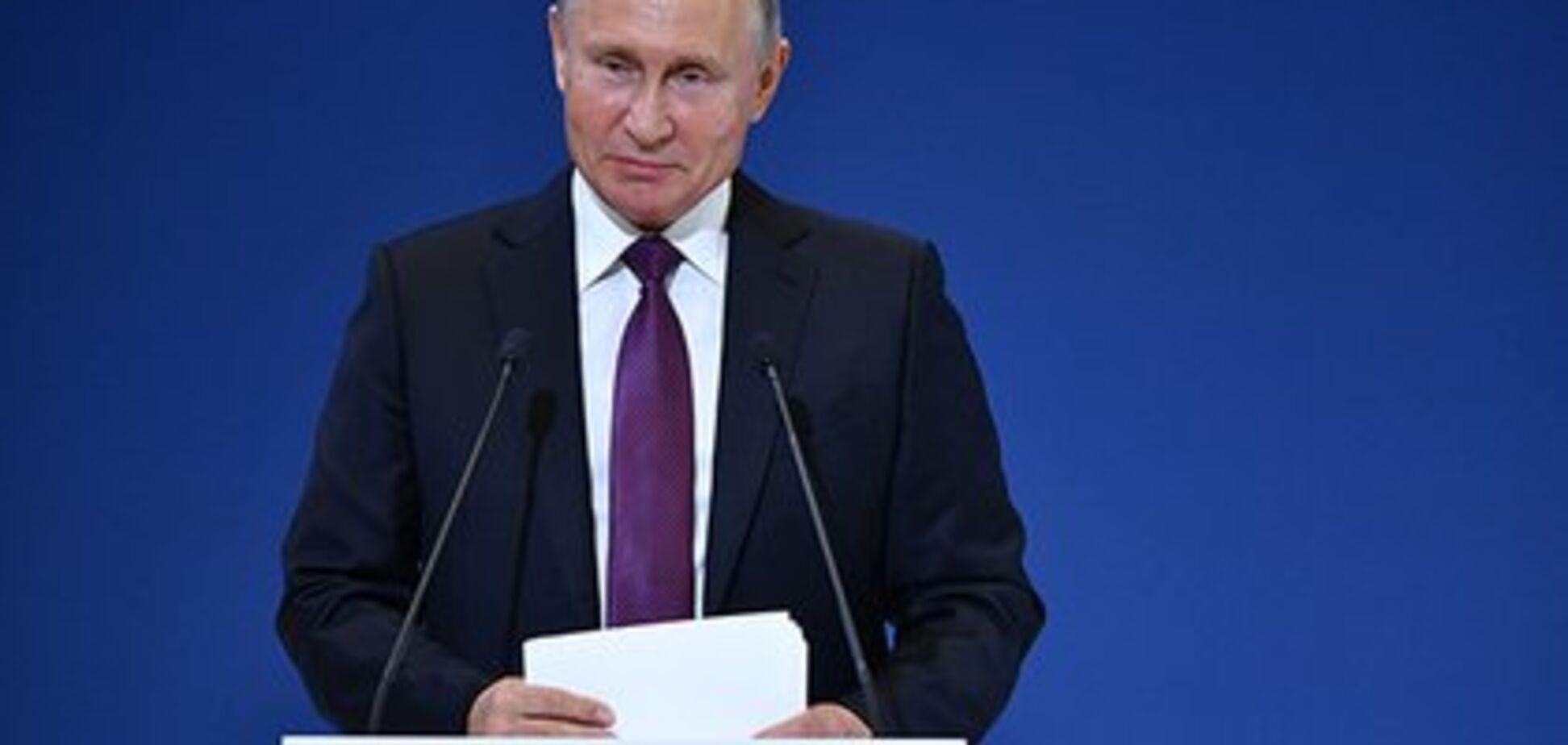 ''Почему рука двигается?'' Сеть озадачил новый ''двойник'' Путина
