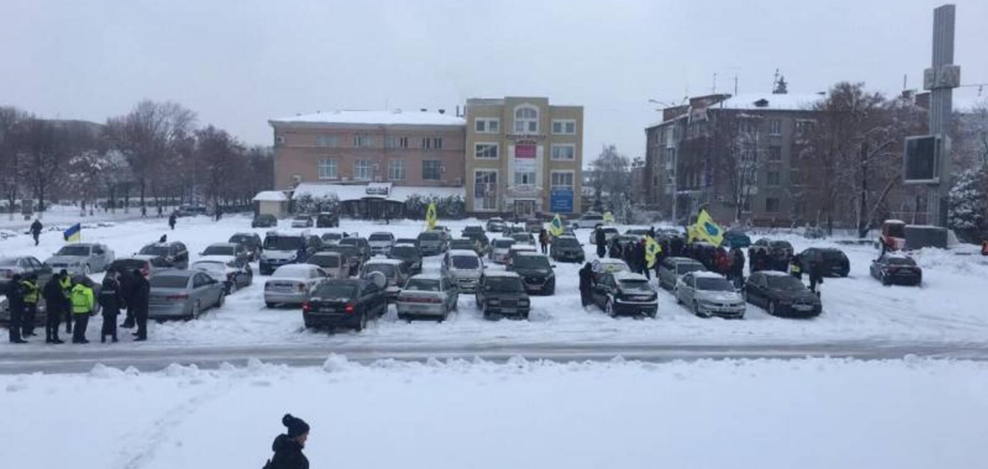 Протести 'євробляхерів' заблокували рух по всій Україні: опубліковано повний список доріг