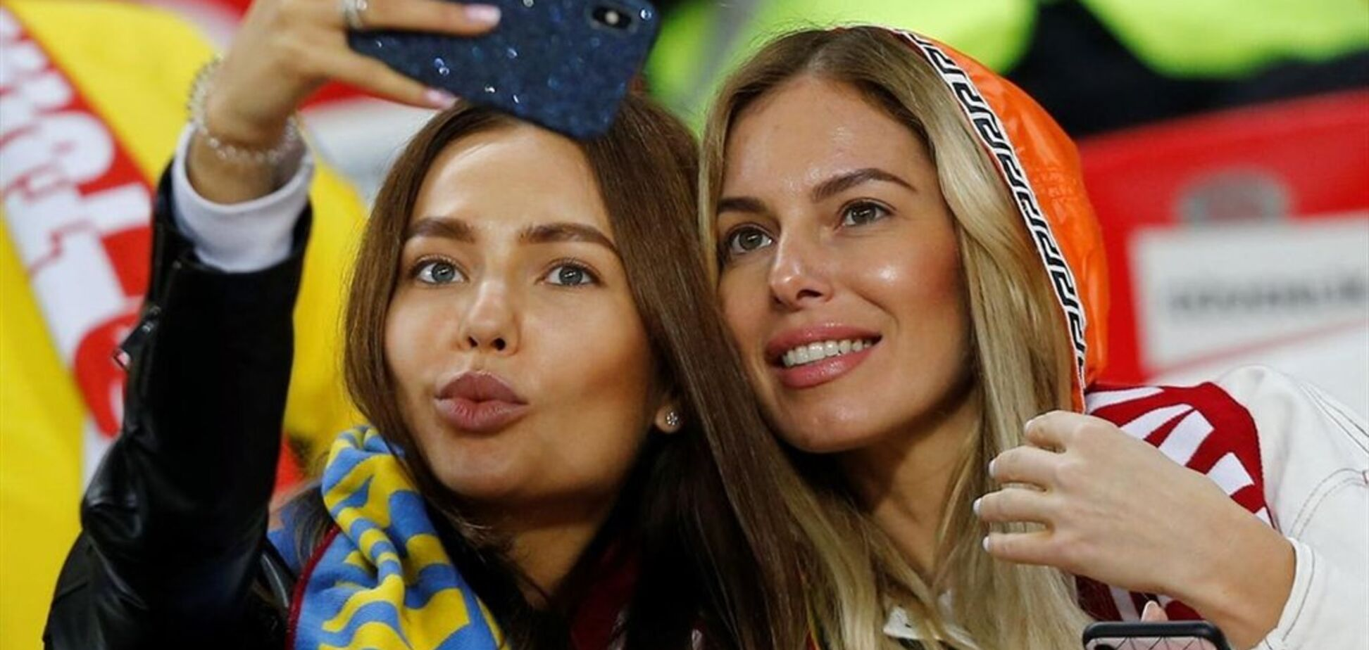 Збірну України підтримали в Туреччині ефектні фанатки: фото красунь