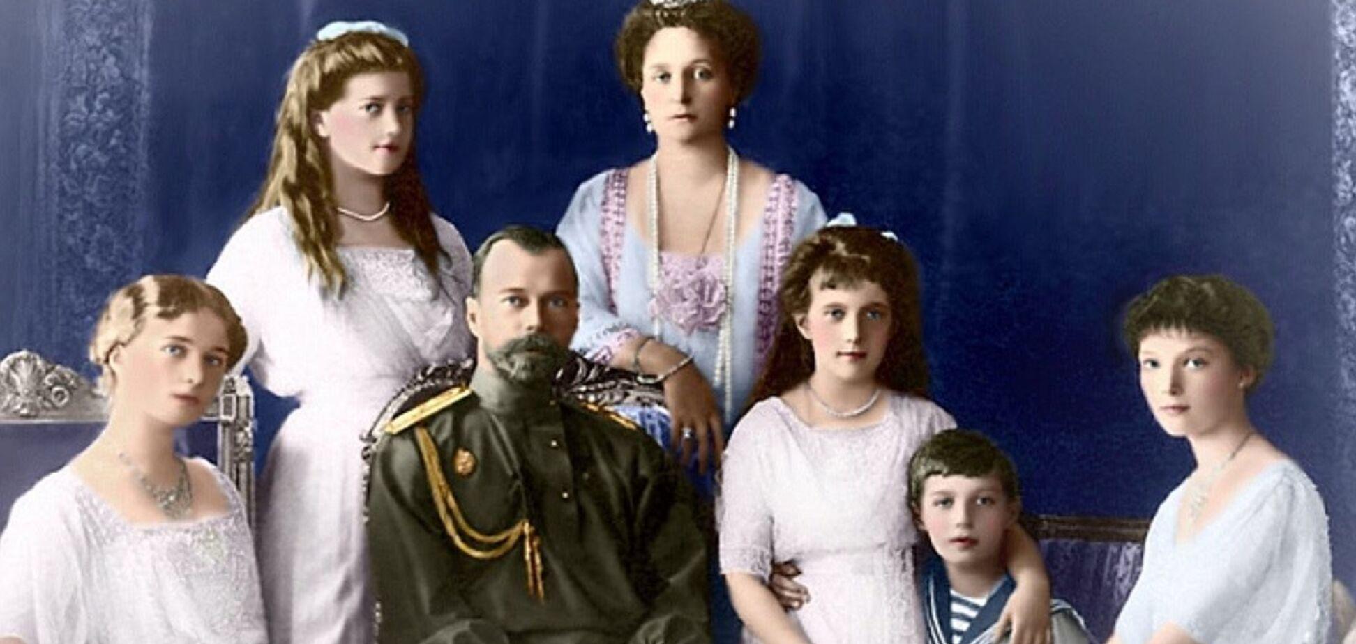 У Тюмені на балу з'їли царську сім'ю до 100-річчя її розстрілу: фотофакт