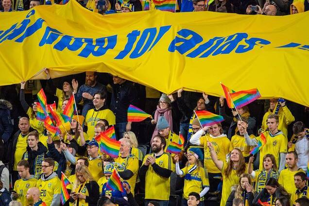 Фанати під гімн Росії підтримали ЛГБТ