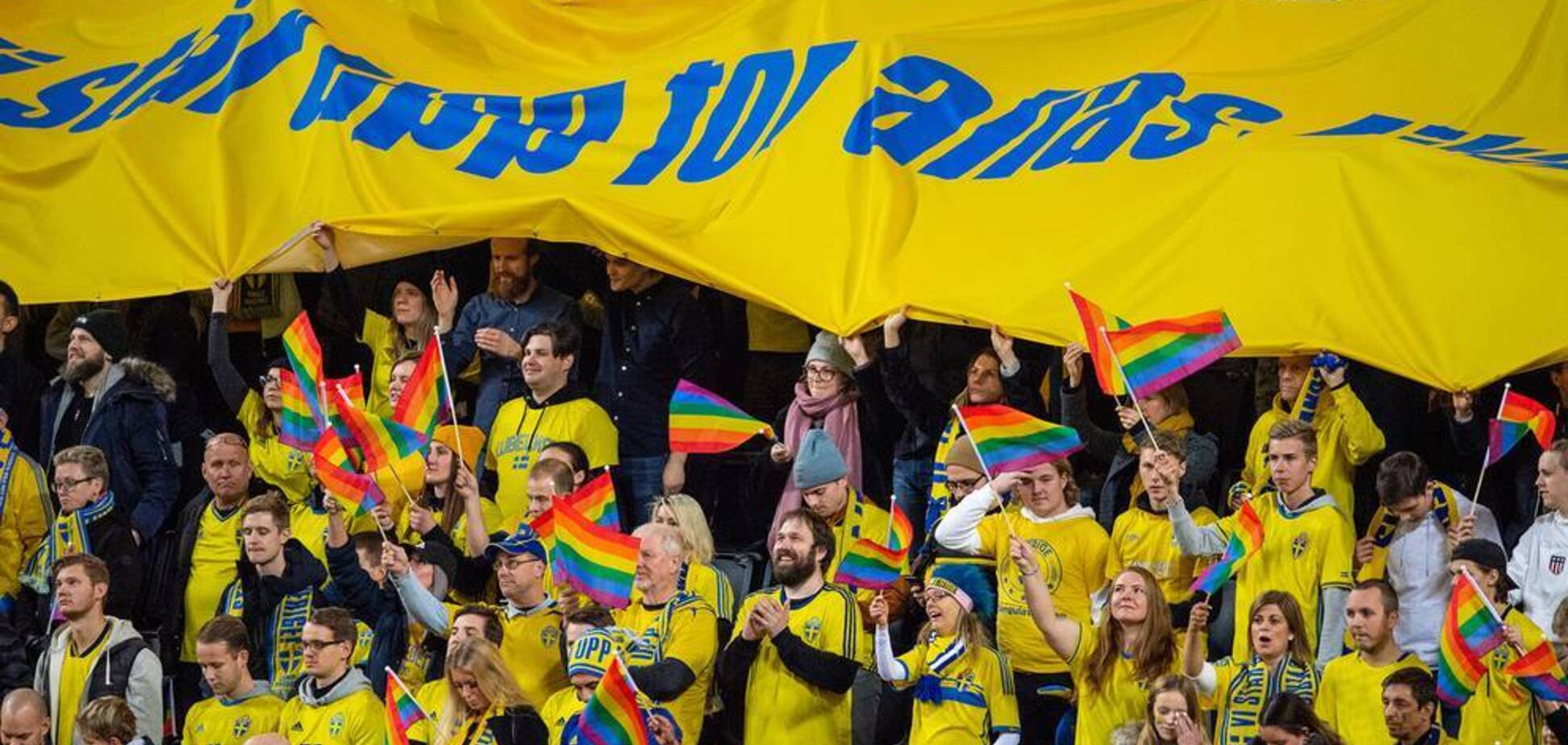 На зло РФ: вболівальники під гімн Росії підтримали ЛГБТ на Лізі націй