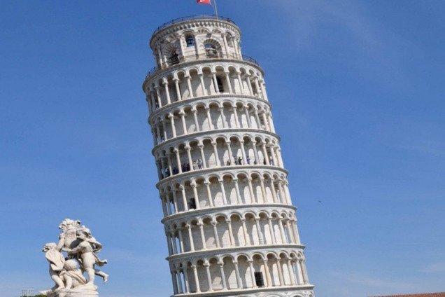 """Знаменитая """"падающая"""" башня в Италии выравнивается: подробности"""