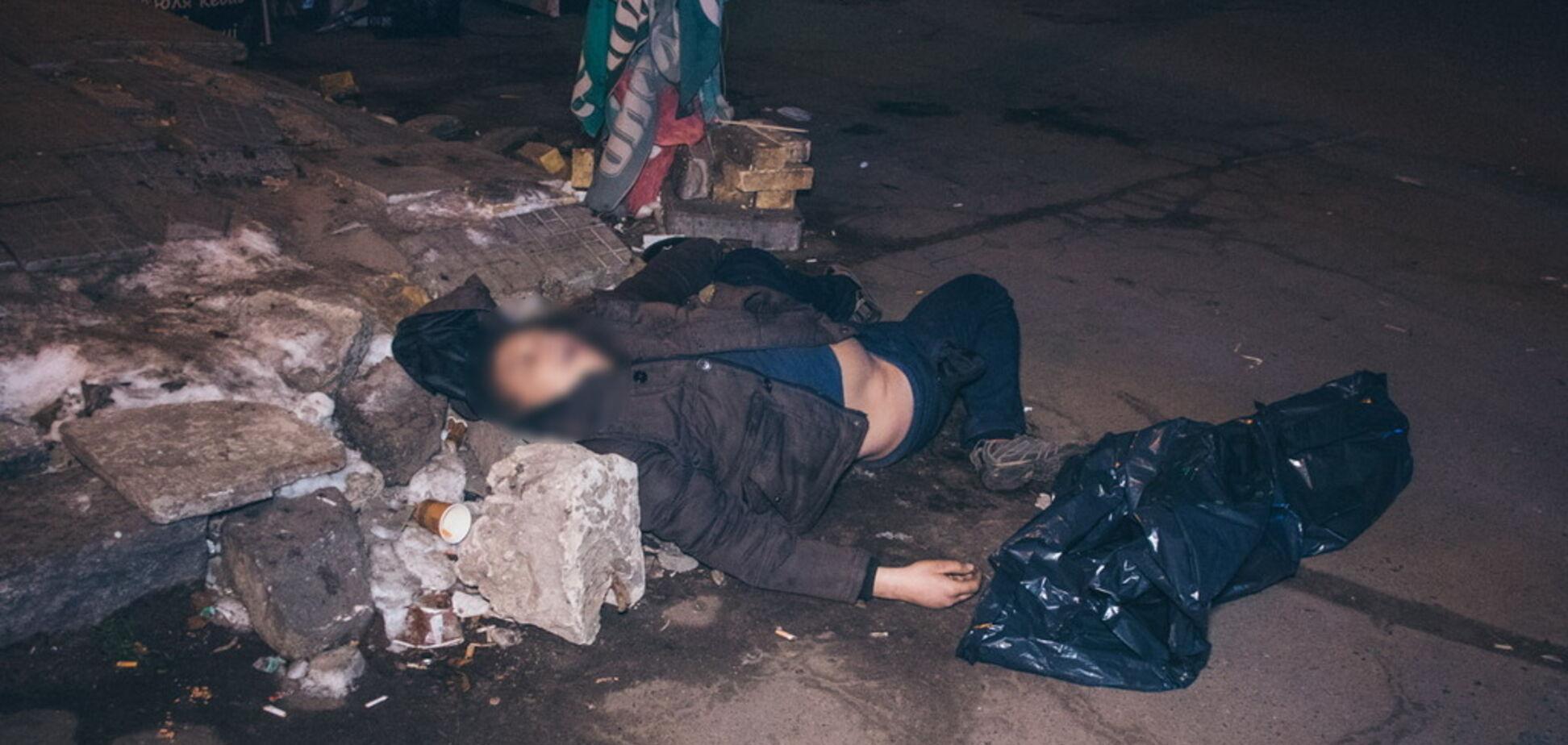 В Киеве возле метро обнаружили труп: первые подробности, фото и видео