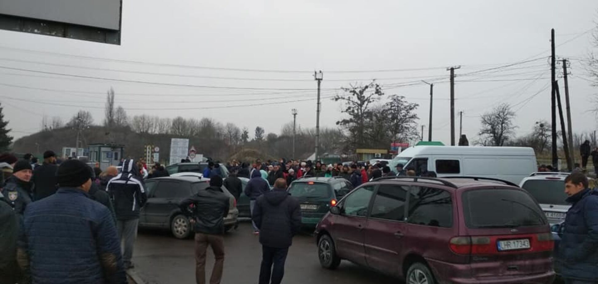 На границе с Польшей устроили бунт из-за нового закона Украины о ''евробляхах''