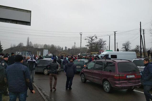 """""""Евробляхеры"""" перекрыли границу Украины: полиция приняла жесткие меры"""