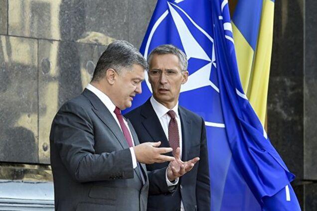 Порошенко провел срочные переговоры с генсеком НАТО: подробности