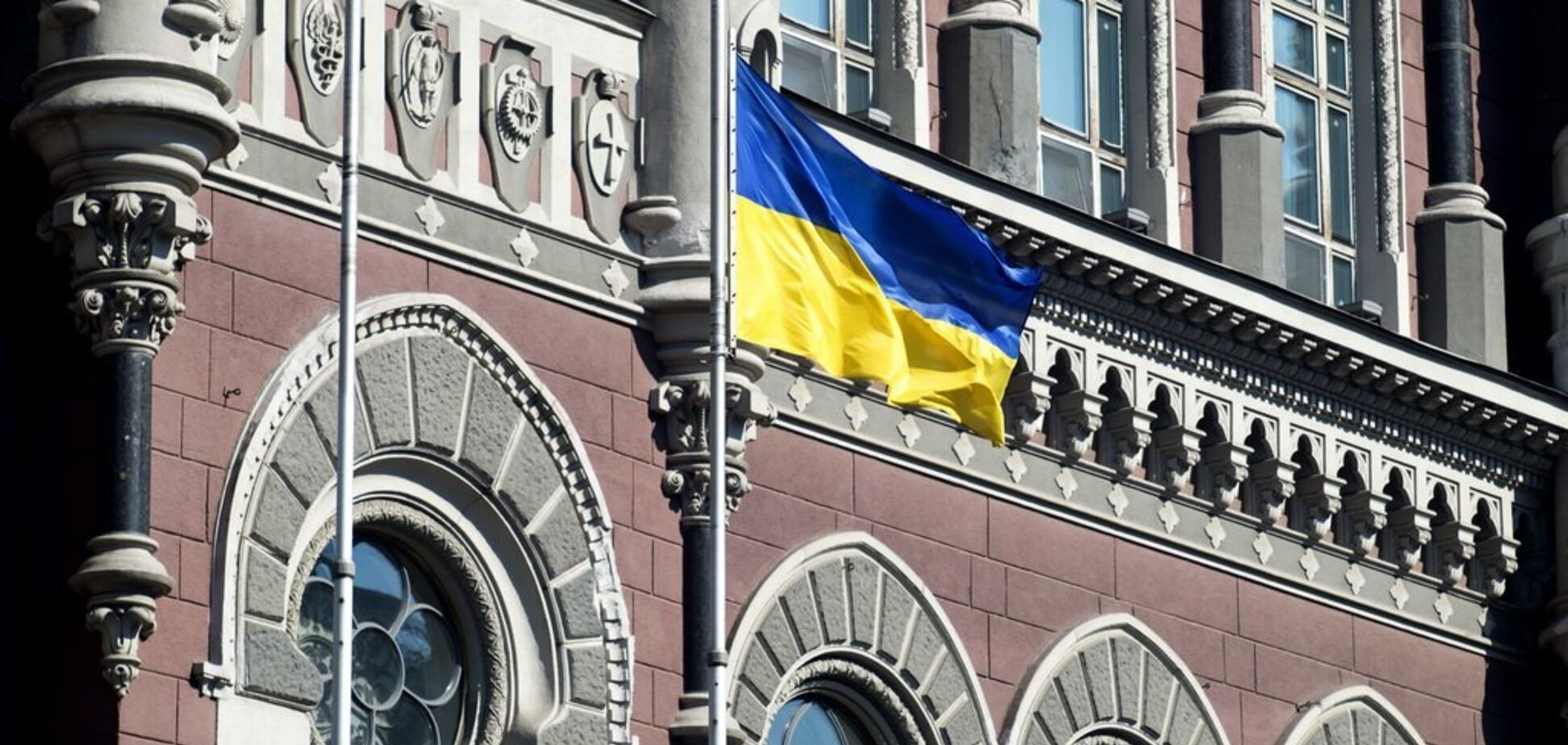 НБУ пояснив, як введення воєнного стану відіб'ється на банках в Україні