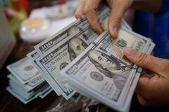 Українці можуть підняти долар: що категорично не можна робити