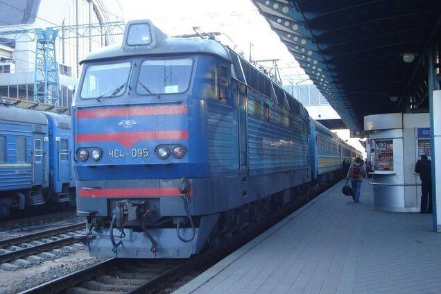 """""""Укрзалізниця"""" возобновила продажу билетов на декабрь"""