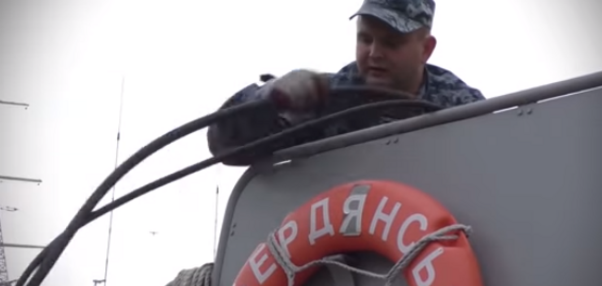 ''Молоді та досвідчені'': у мережі показали команду захопленого Росією катера