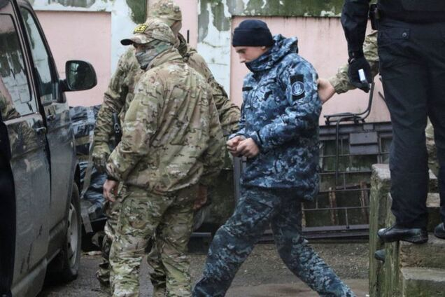 Захваченных украинских моряков срочно вывезли из Крыма
