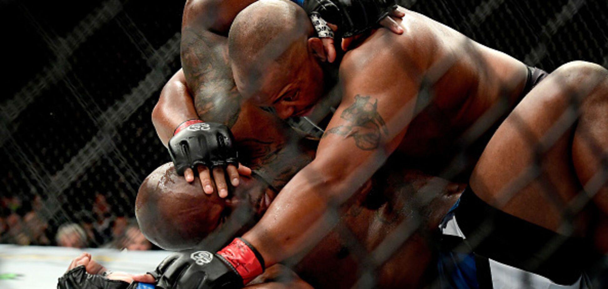 Чемпион UFC задушил соперника в историческом бою - видеофакт
