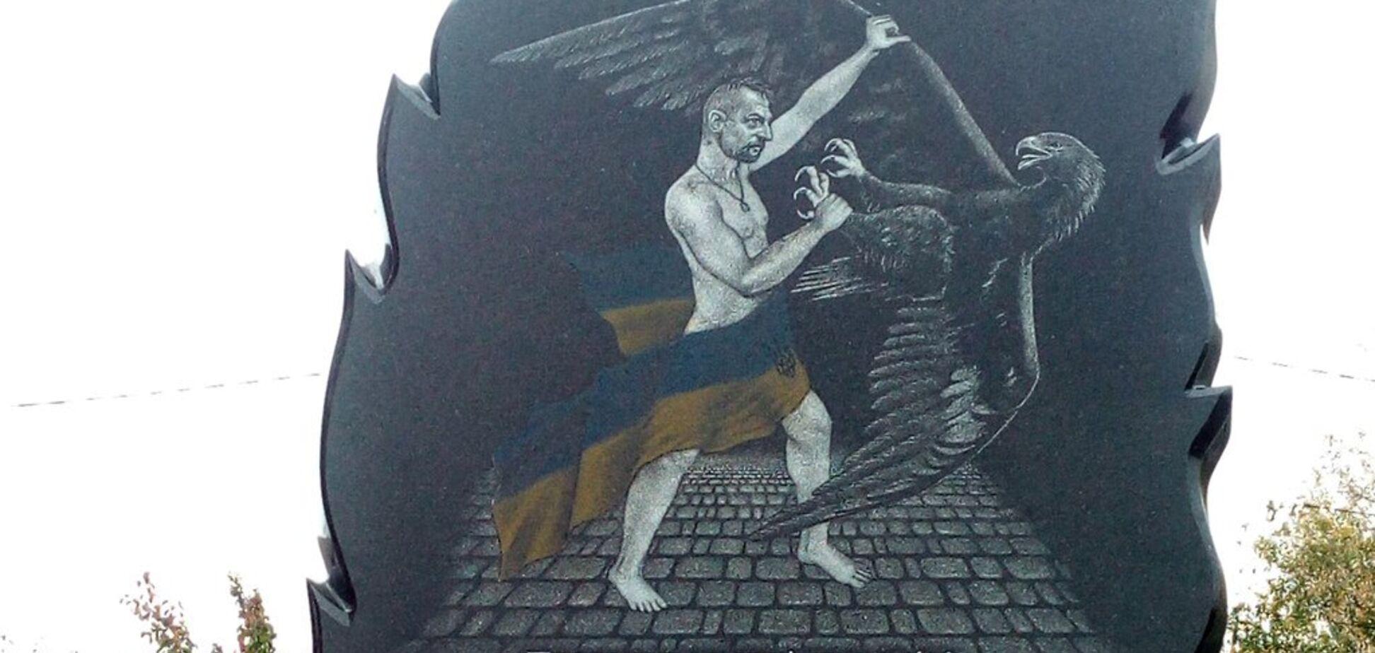 ''Каким боком он к Небесной Сотне?'' Вокруг памятника с голым козаком Гаврилюком разгорелся скандал