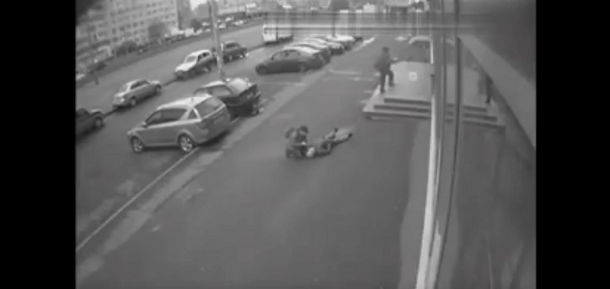 ''Это путинская Россия'': сеть потрясло видео внезапной смерти (18+)
