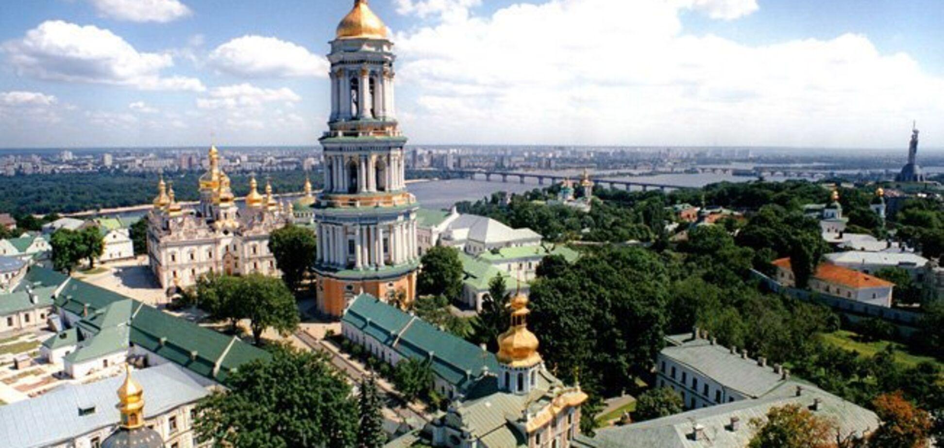 ''Дядюшка Томос пришел'': Печерская лавра удивила киевлян патриотическим новшеством