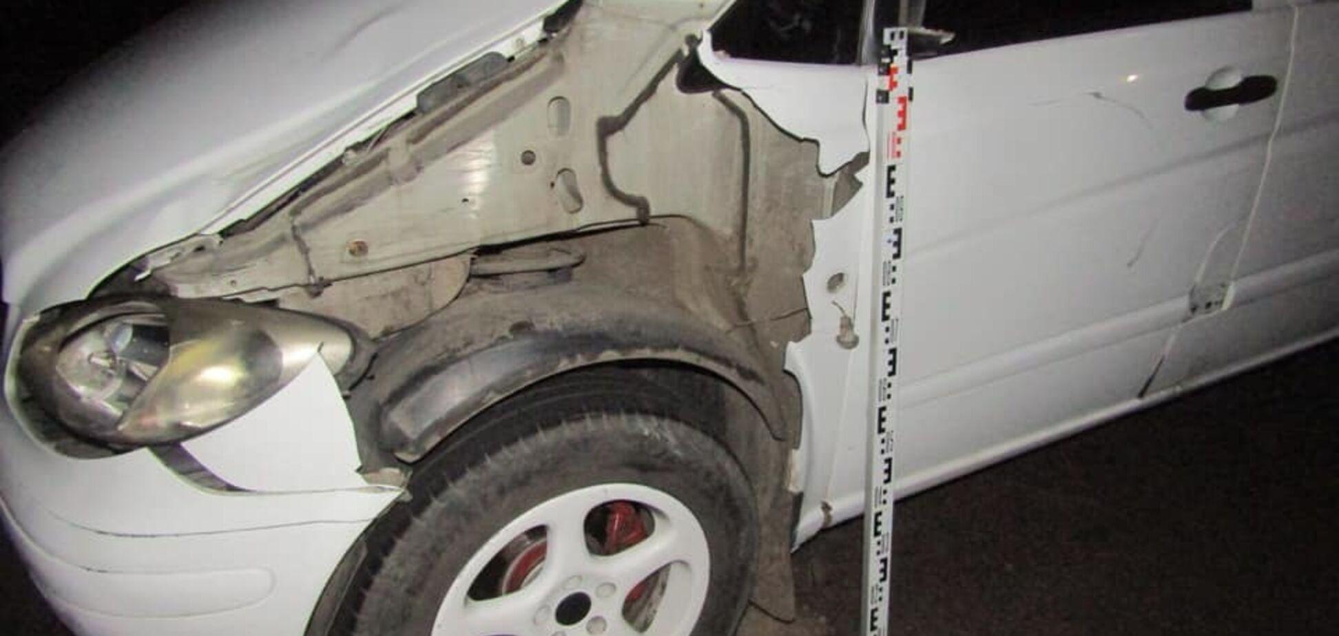 Під Києвом мікроавтобус насмерть збив неповнолітнього: фото