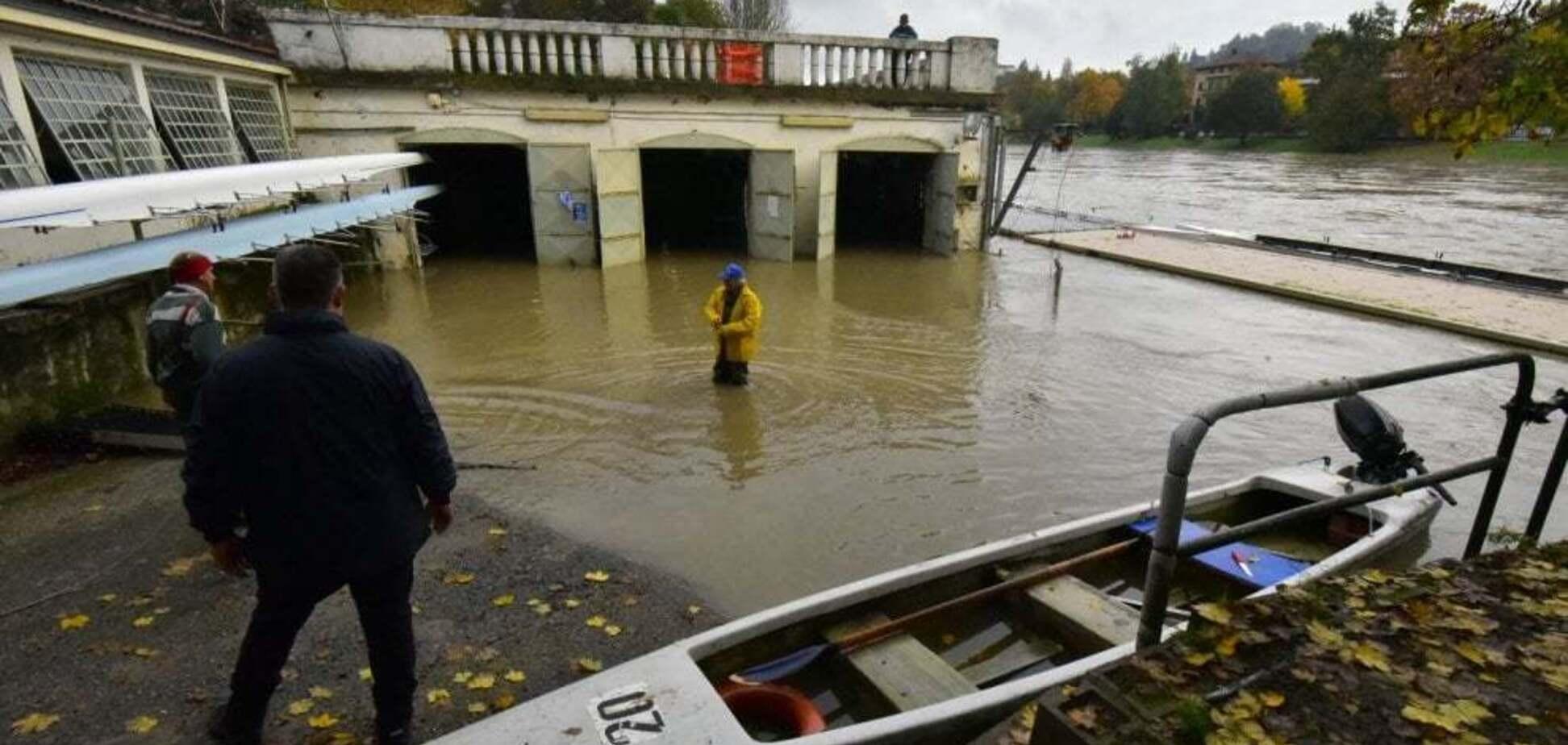 В Италии целый город ушел под воду: появились фото и видео