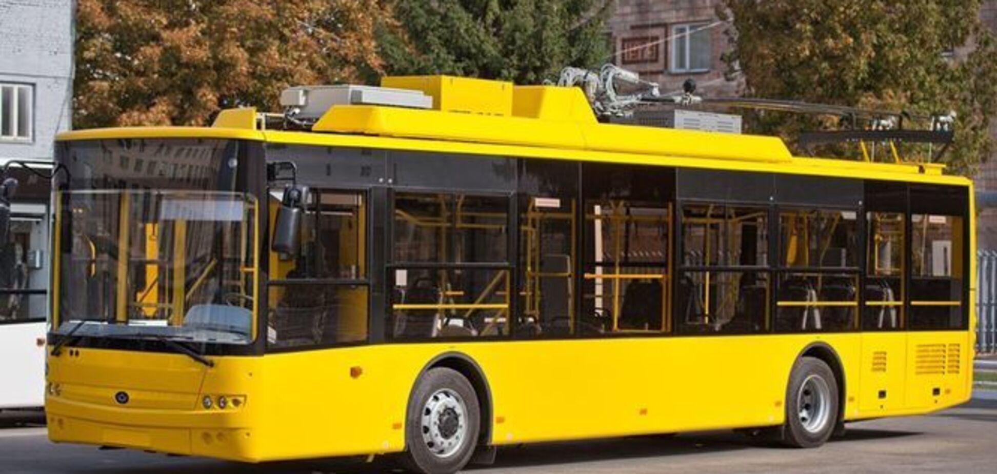 Не випустив людину з інвалідністю: ''Київпастранс'' потрапив у скандал через водія тролейбуса
