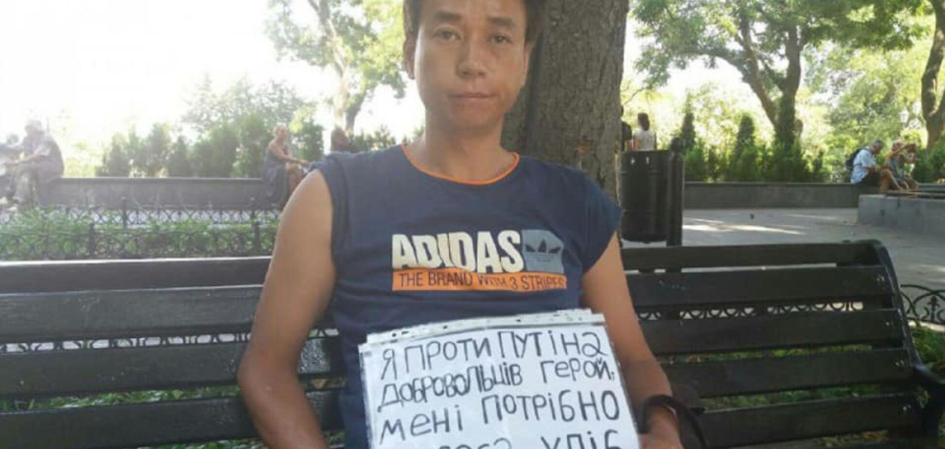 У Києві помітили відомого китайця, який бореться з Путіним