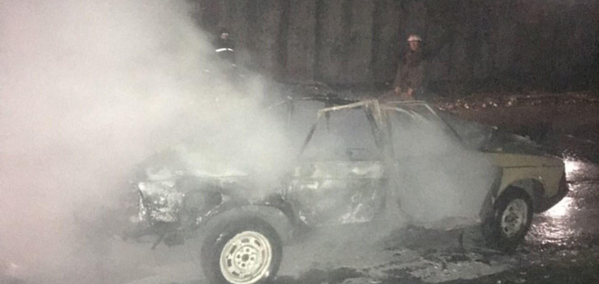 В Бердянске взлетело на воздух авто: момент мощного взрыва попал на видео
