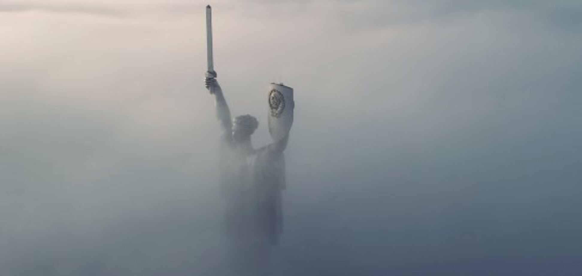 Київ у тумані: опубліковано вражаюче відео із квадрокоптера