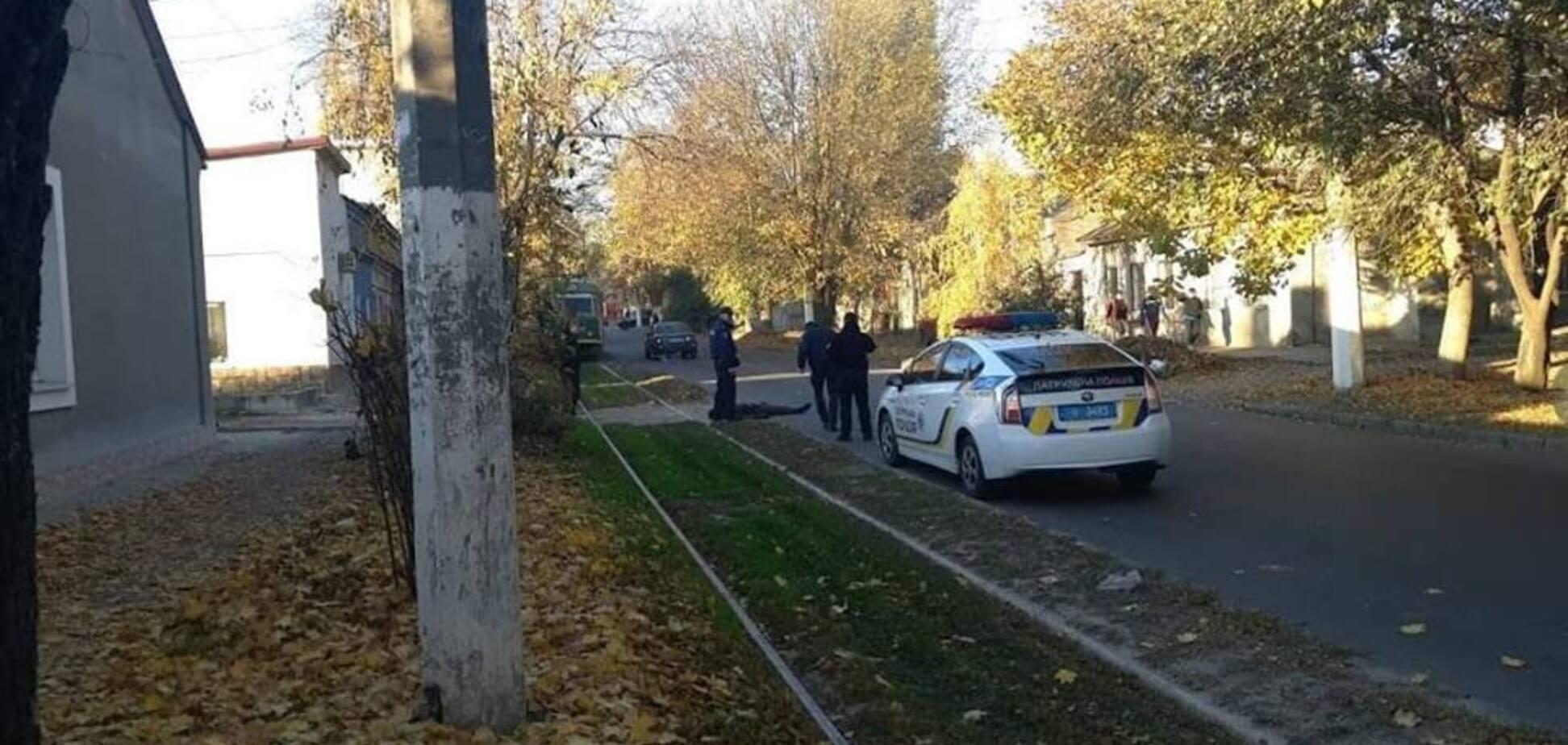 Кинувся на поліцію із сокирою: в Одесі застрелили підозрюваного у вбивстві