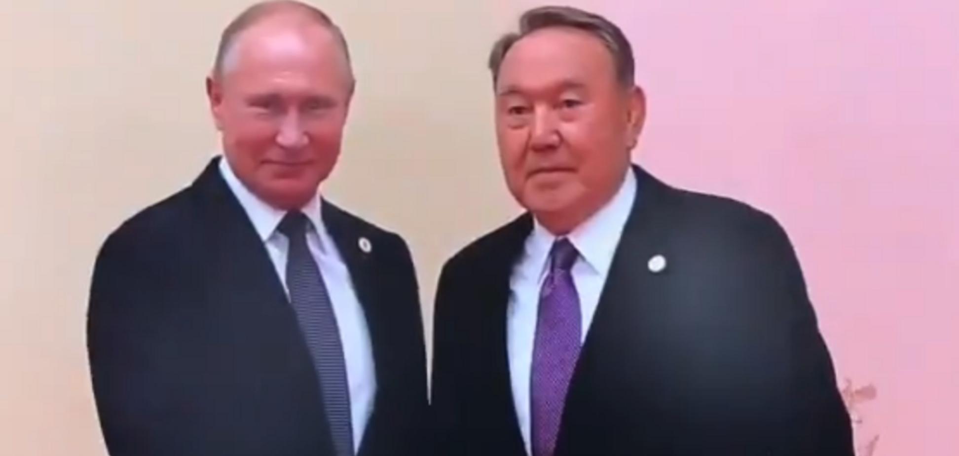 ''В пупчик не цілував?'' Путіна висміяли за обійми з Назарбаєвим