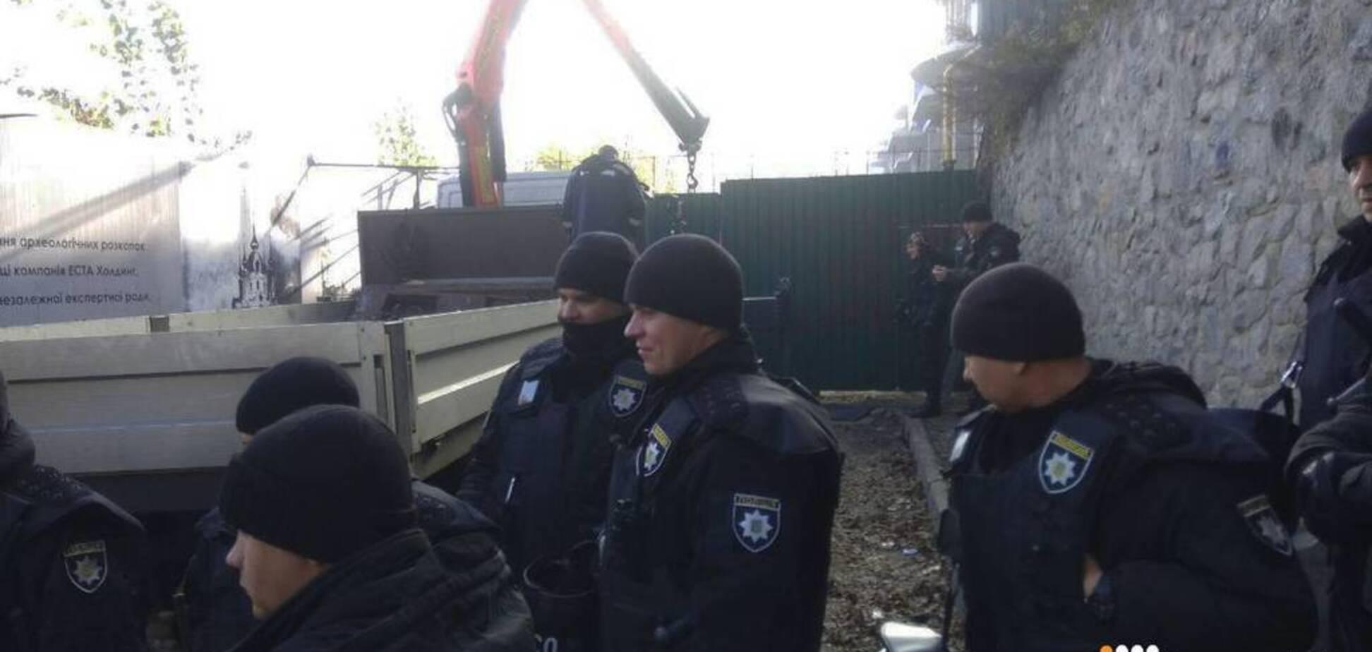 В центре Киева прогремели три взрыва: подробности