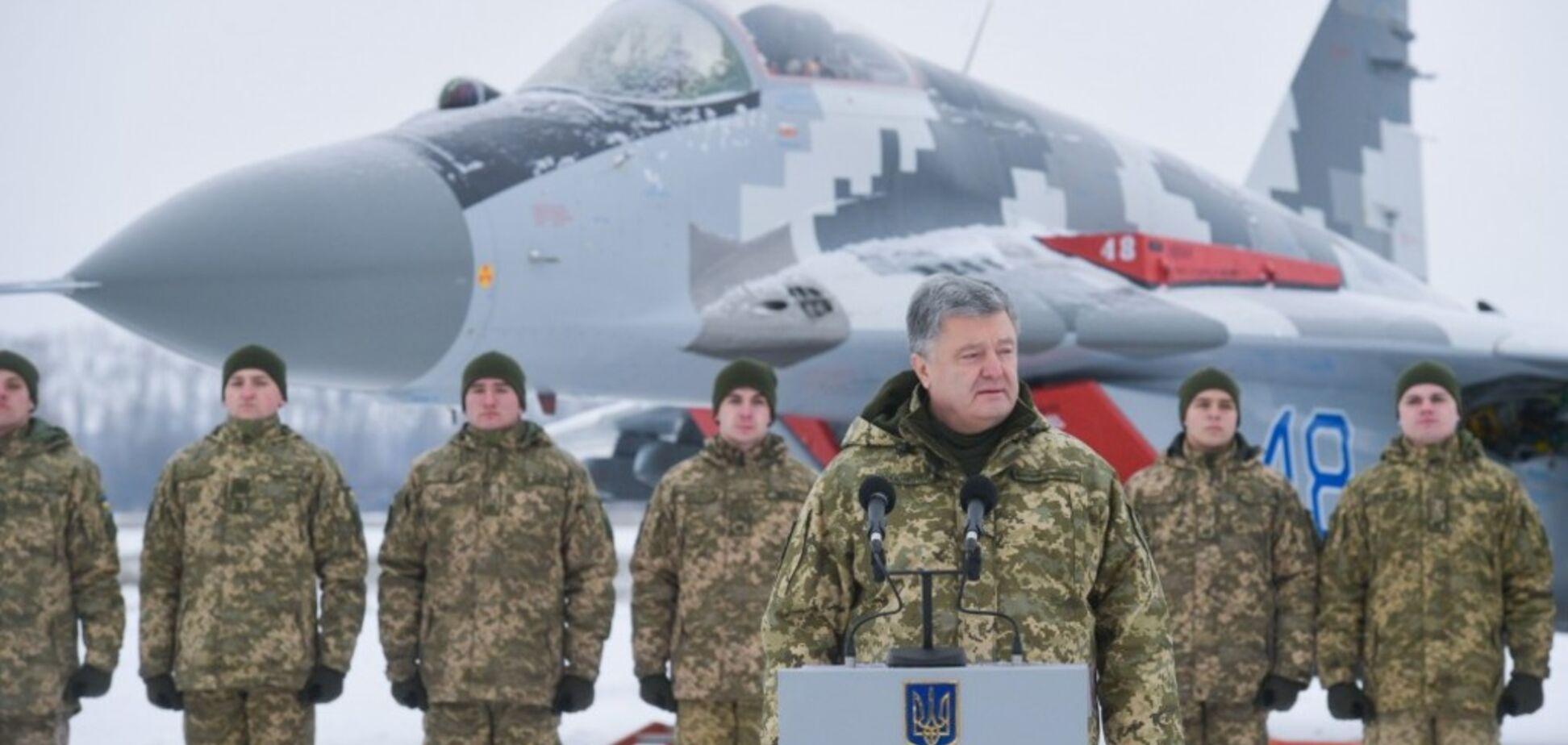 Путин стягивает к границам Украины военных и технику: Порошенко раскрыл жуткие данные
