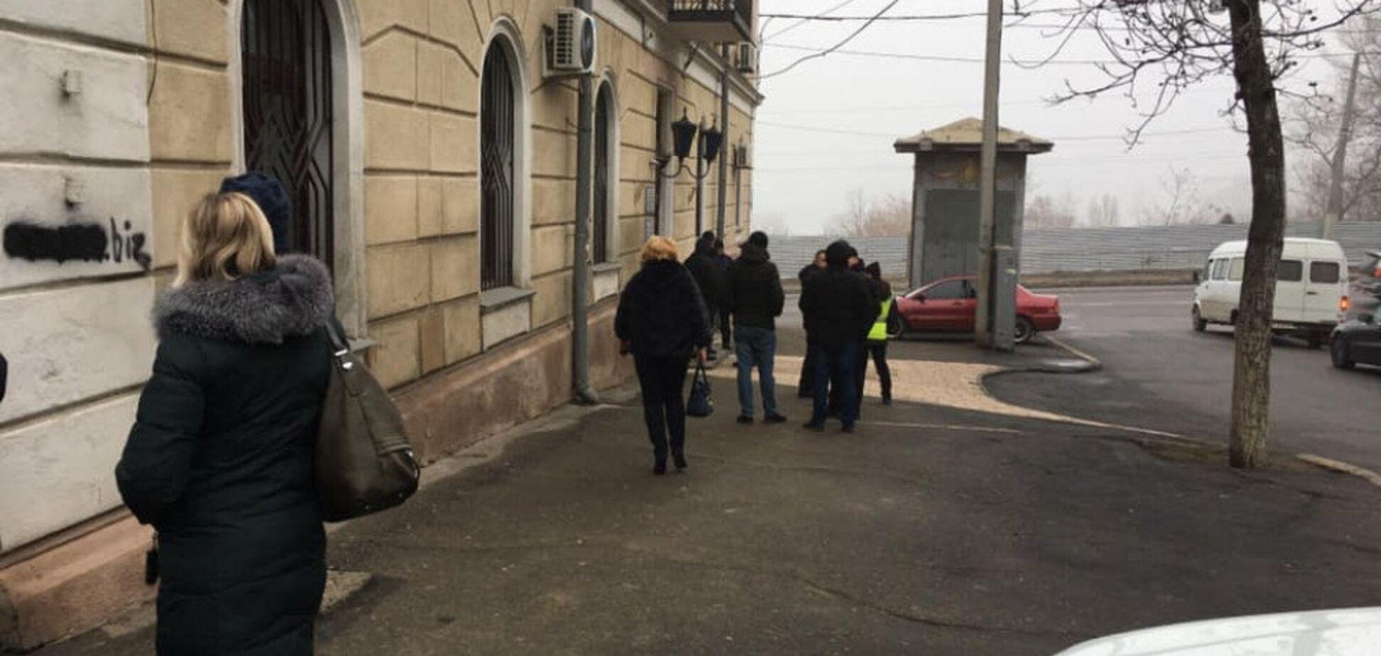Увольняют сотрудников и рвут документы: в Одессе захватили университет