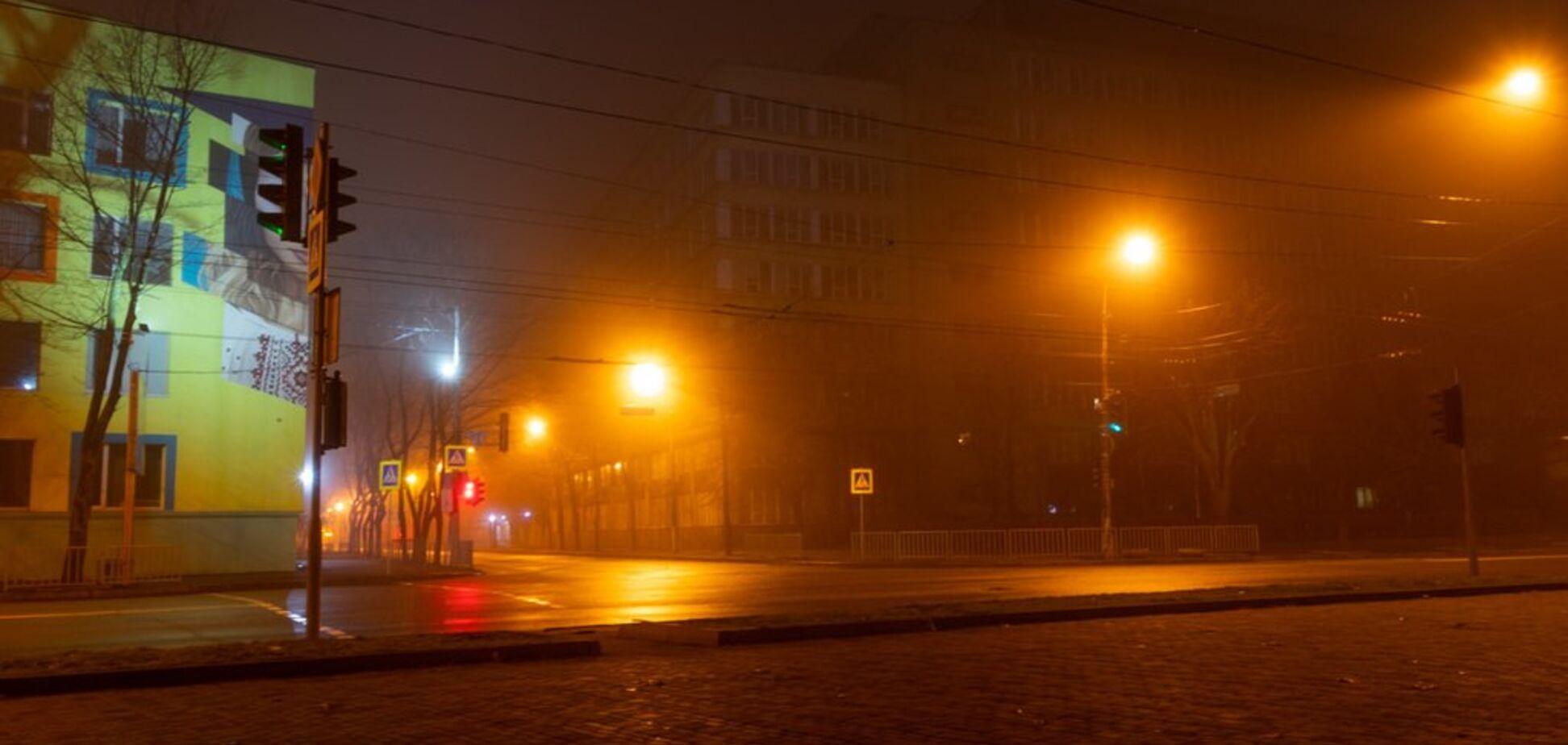 Дніпро огорнув густий туман: з'явилися фото з міста