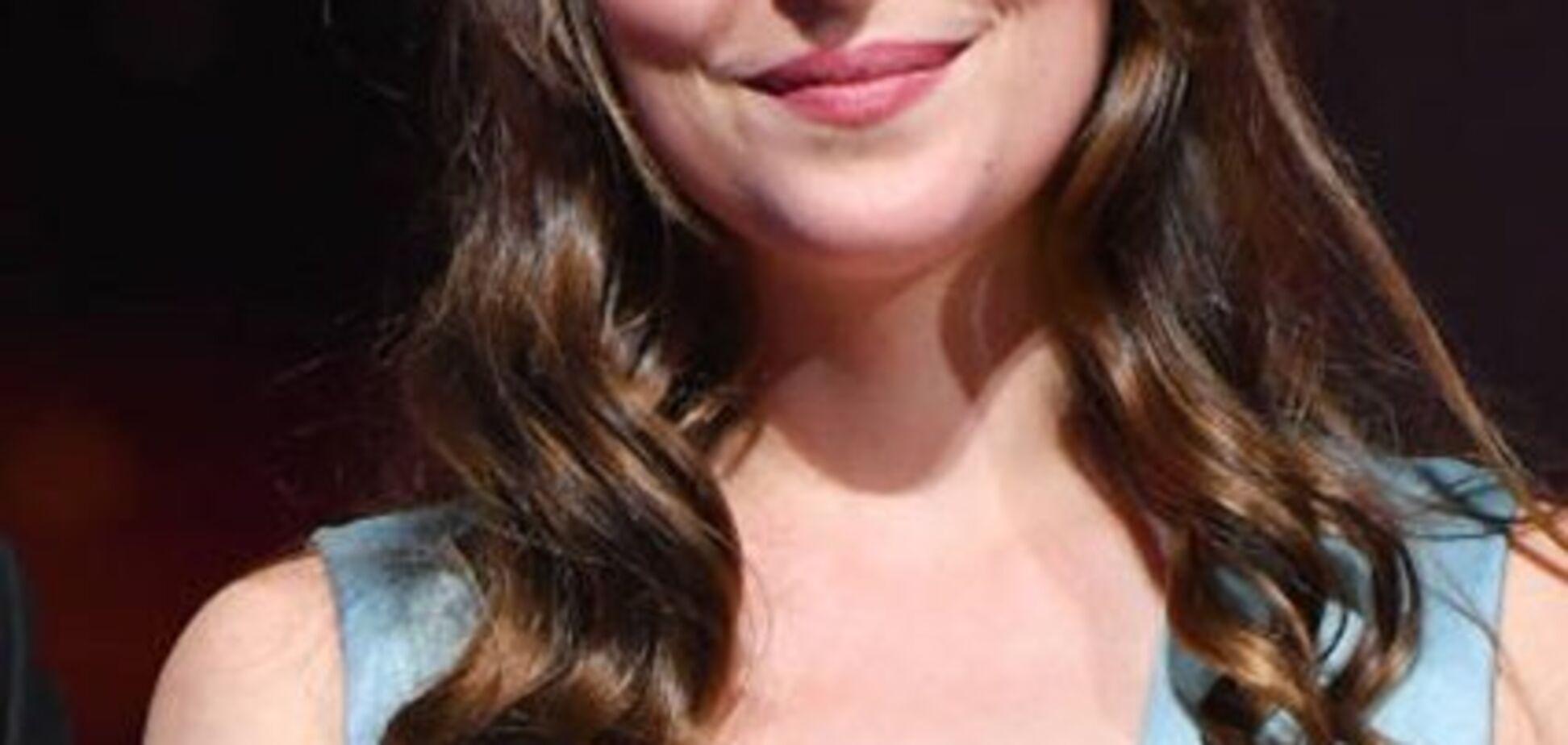 Звезда ''50 оттенков серого'' вышла на публику с голой грудью: фото