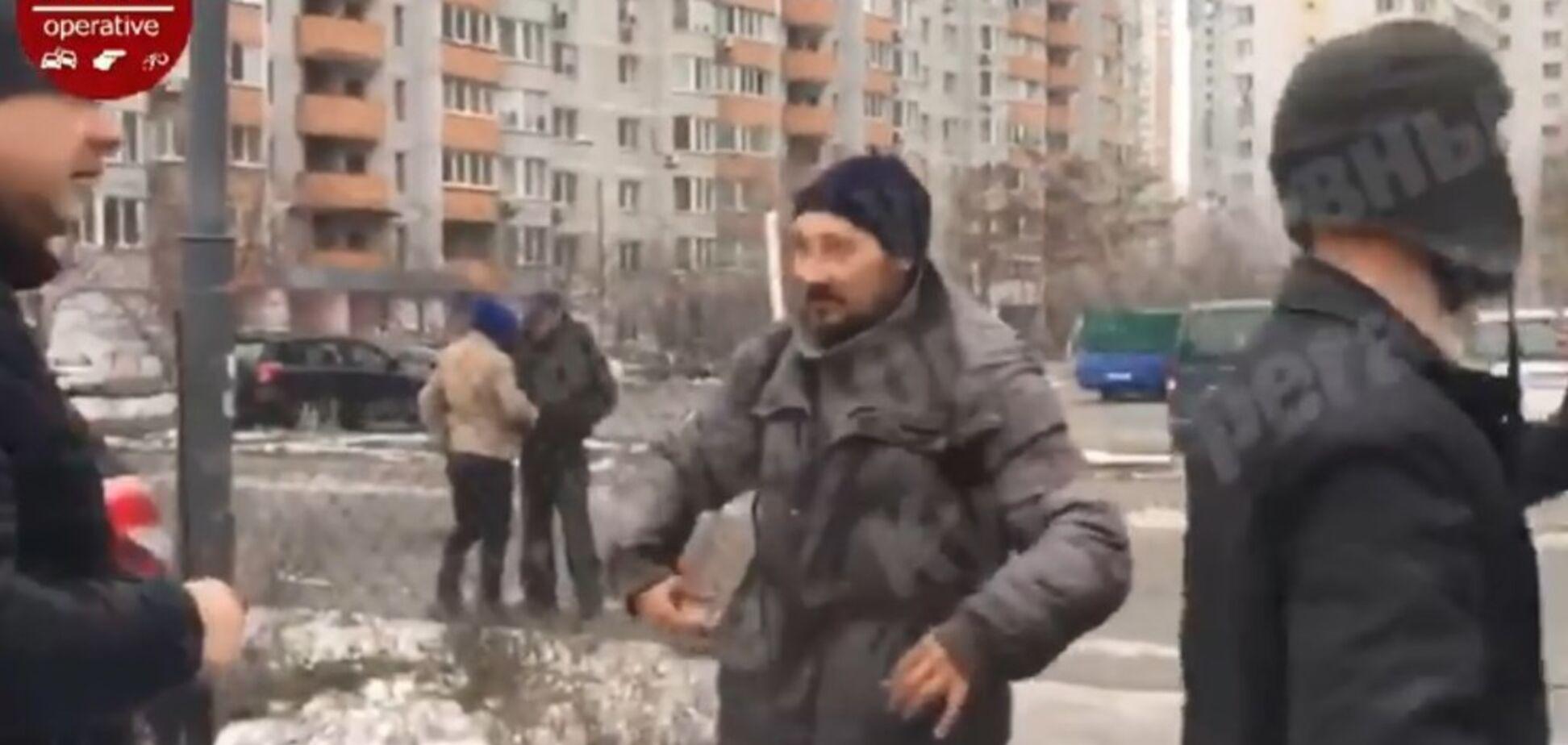 ''Вистрілив у коліно і голову'': у Києві трапилася сутичка через звинувачення у крадіжці