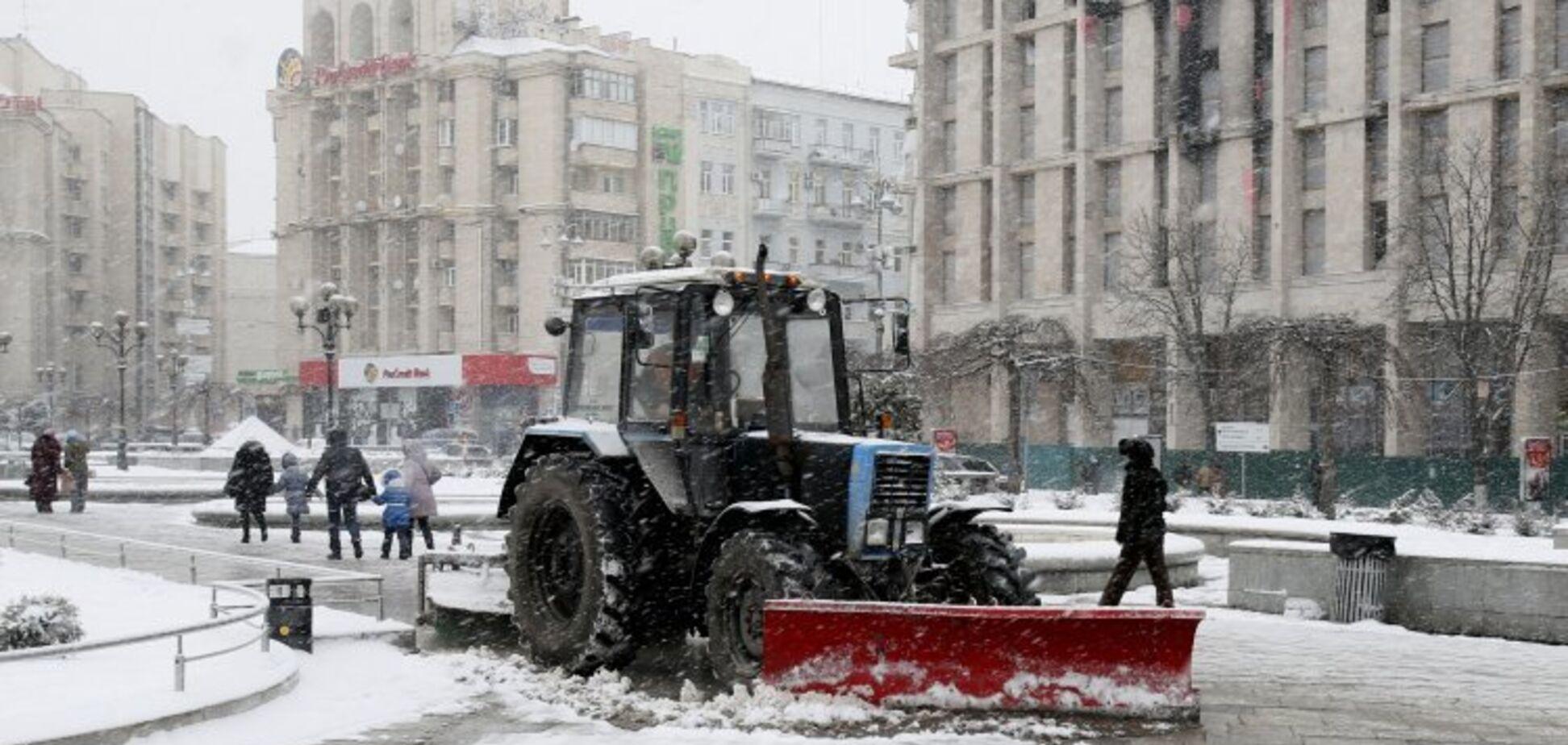 Большой снег пришел в Киев: что творится на дорогах
