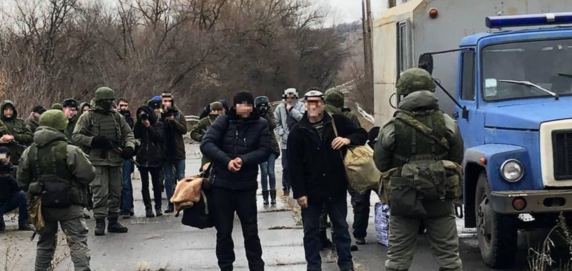Окупанти передали Україні десятки засуджених: що відомо