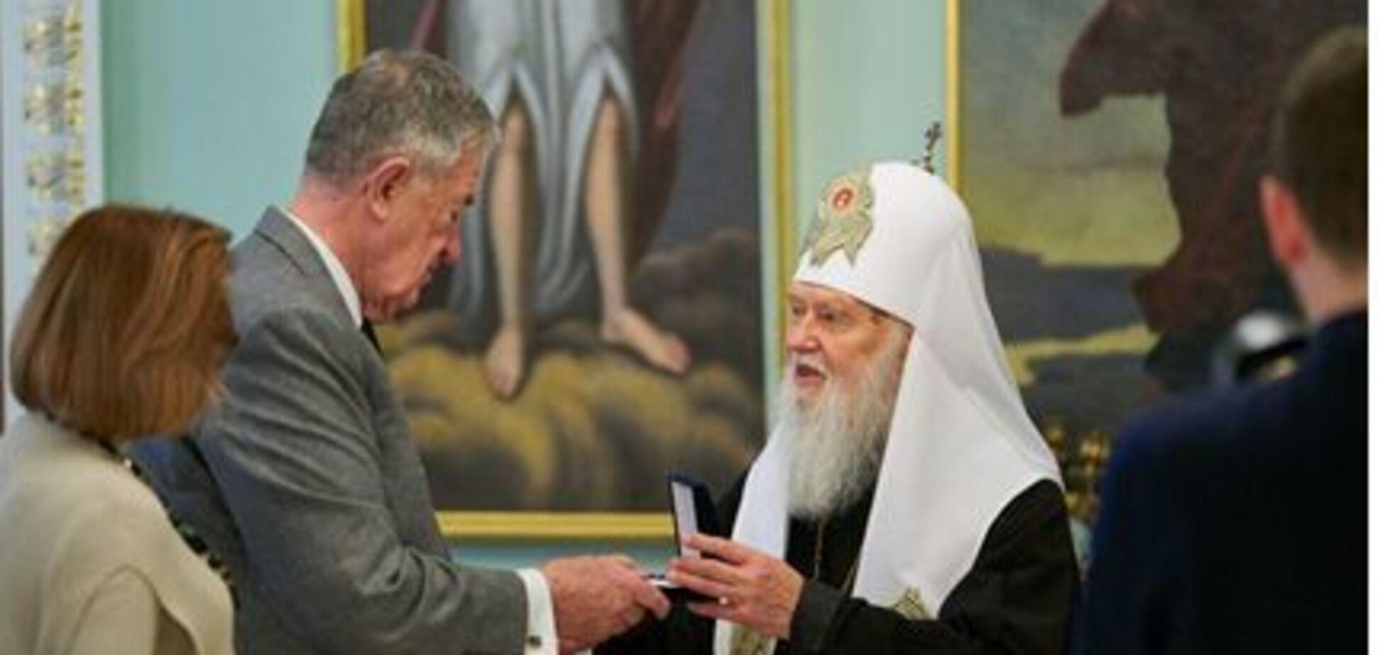 За поддержку Украины: Филарет наградил экс-замглаву ЦРУ орденом